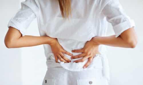 При панкреатите болевые ощущения могут иметь опоясывающий характер или захватывать спину