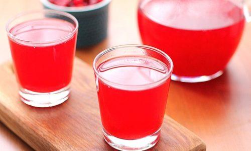На второй день диеты больному уже можно пить фруктовый кисель на полдник