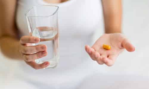 Лечение генитального герпеса подразумевает под собой прием лекарственных препаратов противовирусного действия