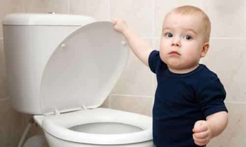 Цистит у мальчиков довольно часто сопровождает фимоз, при котором сужается крайняя плоть, а в мочевом пузыре происходит нейрогенная дисфункция
