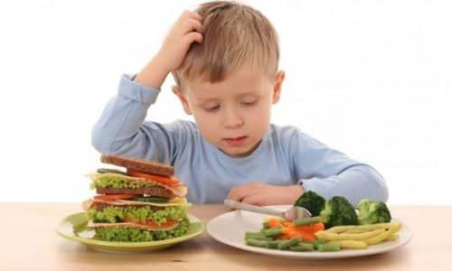 Для детей важно соблюдение правил правильного питания. Злоупотребление жирными, жареными блюдами, фастфудом, копченостями, консервами и сладкой газировкой может спровоцировать приступ острого панкреатита даже в детском возрасте