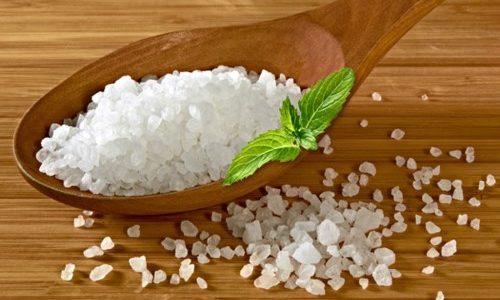 Не рекомендуют для размягчения ногтей использовать ванночки с морской соли