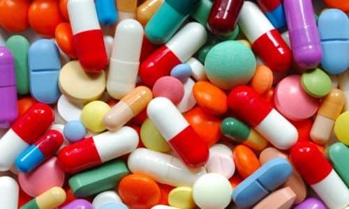Уменьшение боли в ногах, стопах, икрах и поясничном отделе можно добиться посредством использования специальных лекарственных препаратов