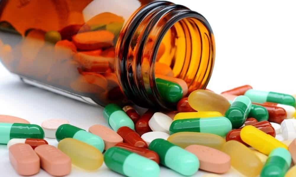Уничтожение синдрома боли происходит под воздействием специально назначенных препаратов, которые могут быть аналогичными, как и при проведении консервативного лечения