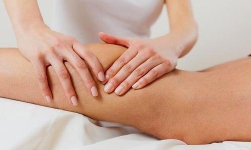 В начале проведения массажа специалист должен хорошо размять икроножную мышцу