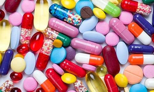 Вне зависимости от выбранного препарата наружного применения для максимальной эффективности лечения онихомикоза специалисты рекомендуют употреблять таблетки от грибка ногтей