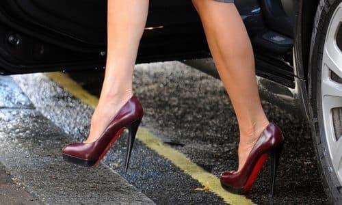 Зачастую плоская стопа, осложнённая артрозом, диагностируется у женщин из-за того, что они носят модельную обувь от 5 см