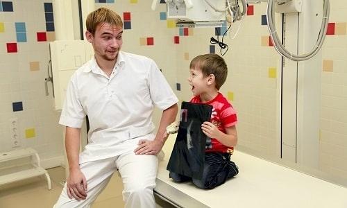 Чтобы точно определить степень развития плоскостопия ортопеды используют несколько методов диагностирования. Наиболее доступным является рентгенография