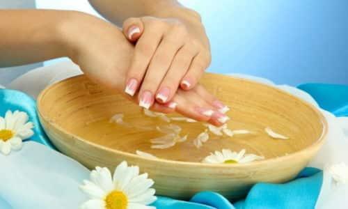 Эффективным методом избавления от онихомикоза при отсутствии времени и желания мазать кожу являются целительные ванночки на основе йода