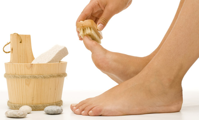 Неплохой профилактический эффект дает массаж, а также специальные ванночки