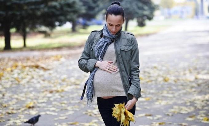 Чтобы избежать варикоза беременная женщина должна совершать прогулки на свежем воздухе