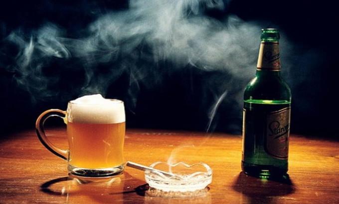 От алкоголя и других вредных привычек целесообразнее будет отказаться. Ведь их воздействие на ослабленный организм в этот период может быть по-настоящему губительным