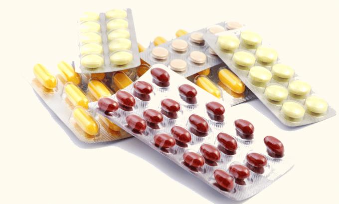 При болезни тиреотоксикоз лечение медикаментами направлено на понижение количества гормонов в щитовидной