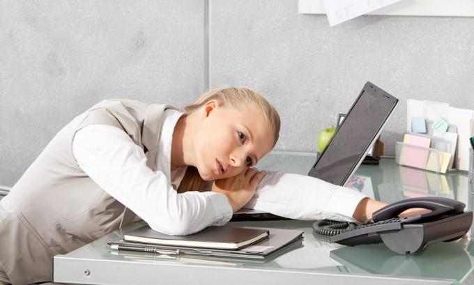 Длительная эмоциональная или физическая нагрузка является фактором, вызывающим обострение герпеса