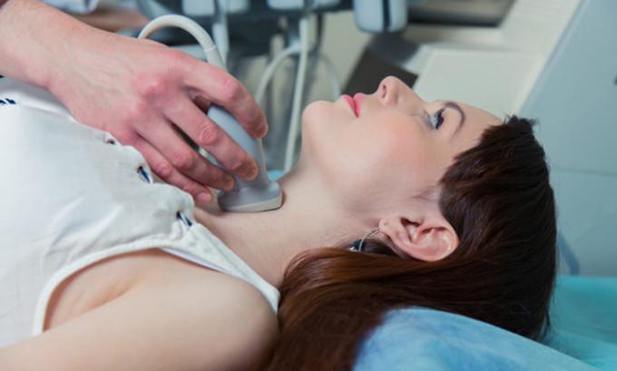 При необходимости может осуществляться исследование сосудов шеи с помощью УЗИ