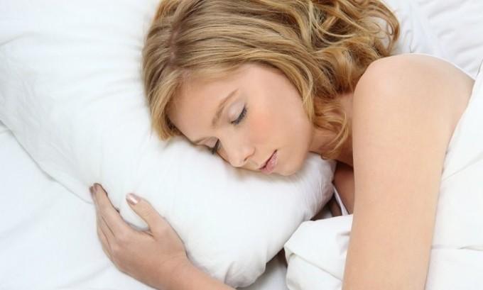 Чтобы герпес не поразил кормящую женщину, она должна хорошо высыпаться