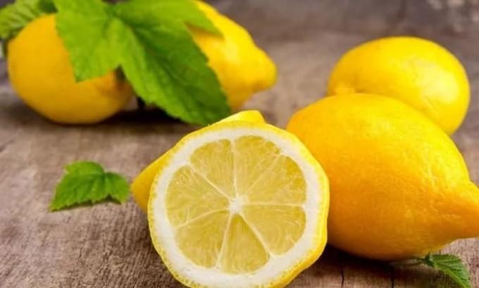 Для облегчения симптомов можно приготовить препарат на основе лимона и чайной соды