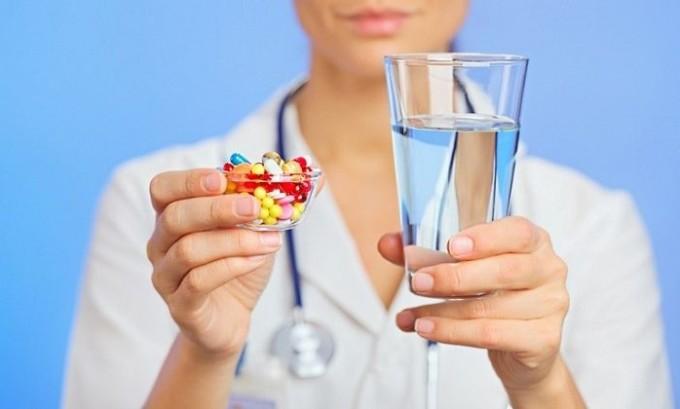 Чтобы подавить системную реакцию на процесс воспаления применяют антибиотики широкого спектра действия