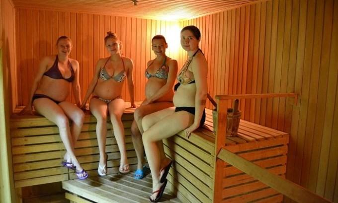 Чтобы избежать варикоза нельзя долгое время находится в сауне или бане