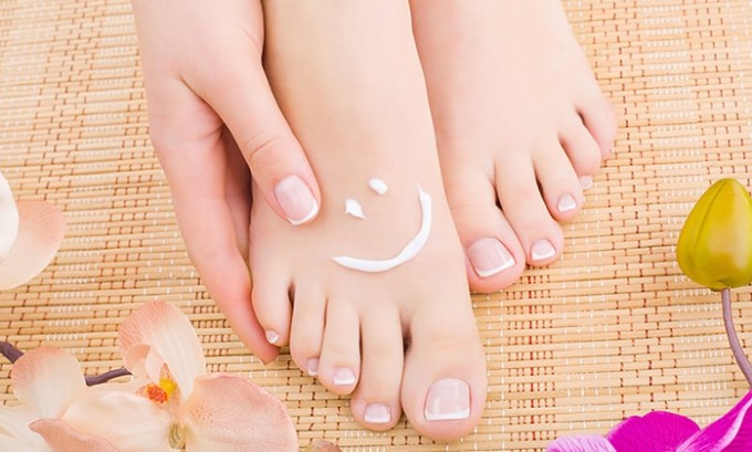 Препараты наружного использования назначаются, если заболевание удалось распознать на ногах между пальцами, ногтях в начальной стадии распространения