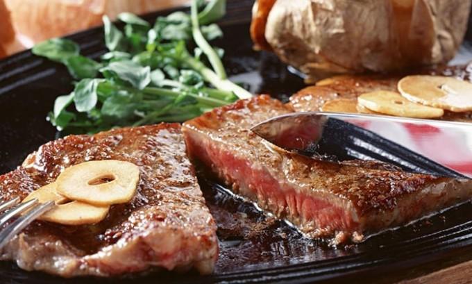 Чтобы быстро поправиться, больному необходимо будет соблюдать специальную схему питания, где нельзя будет употреблять слишком соленую, острую и жирную пищу