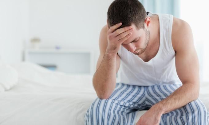 Герпес уретры возникает в результате поражения ВПГ второго типа, который в большинстве случаев передается при половом контакте