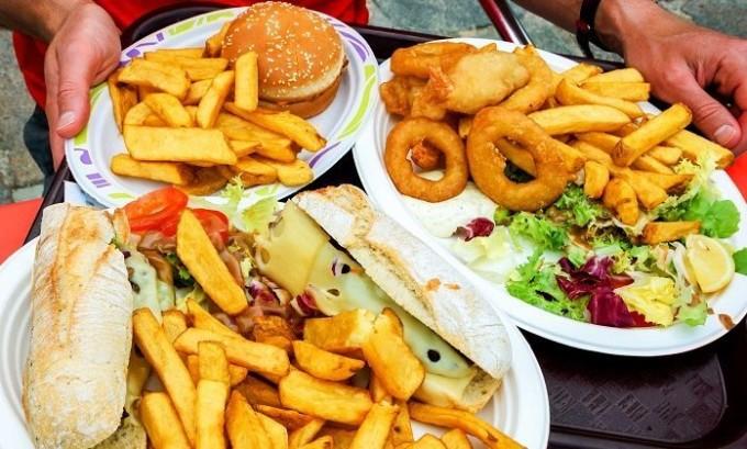 Зоб может появиться у людей, которые употребляют пищу с низким содержанием йода