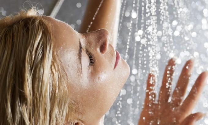 Если у беременной женщины все же наблюдаются какие-то признаки варикоза, лучше будет принимать душ