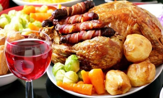 Если человек при этом употребляет спиртное вместе с жирными продуктами, велика вероятность, что за стеатозом последуют онкологические заболевания поджелудочной железы и печени