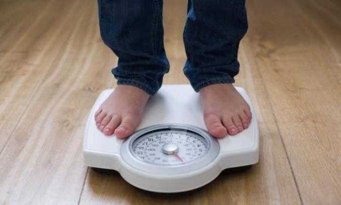 При аденоме щитовидной железы происходит снижение веса