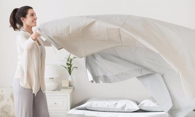 При ветрянке необходимо ежедневно менять постельное белье, чтобы не допустить еще большего распространения инфекции по всему телу