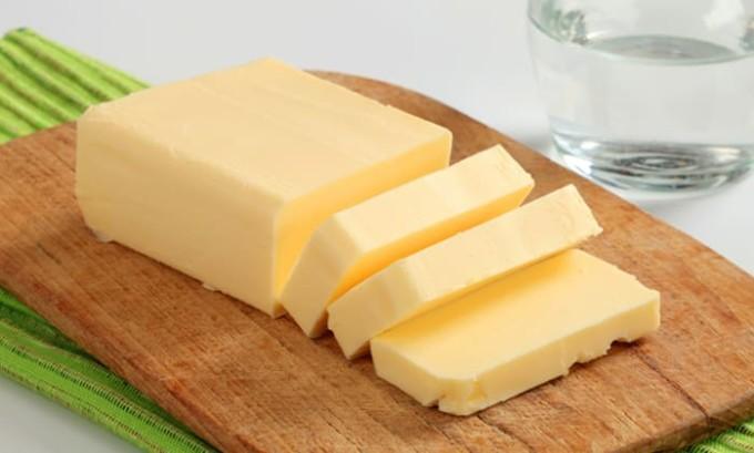 Если в рацион больного включены разновидности сливочного масла, оно должно быть высокого качества и не содержать в себе растительных жиров