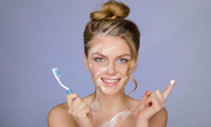 Ни в коем случае нельзя лечить такой лишай зубной пастой