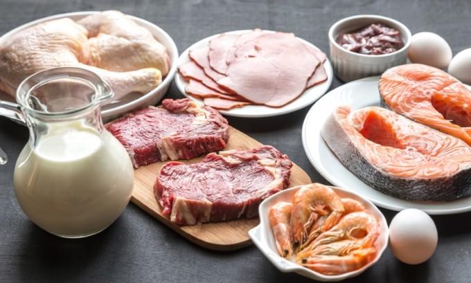 Для снижения веса при гипотиреозе лучше пополнять энергетические запасы за счет белковой пищи, основная часть которой должна приходиться на первую половину дня