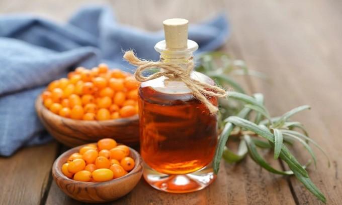 Регулярное смазывание образовавшихся язвочек маслом облепихи или шиповника также ускорит заживление пораженных участков