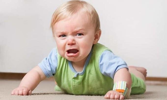 У детей младшего возраста цистит проявляется беспокойством, ребенок становится капризным