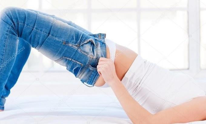 Очень часто ношение обтягивающей одежды является причиной ХВН