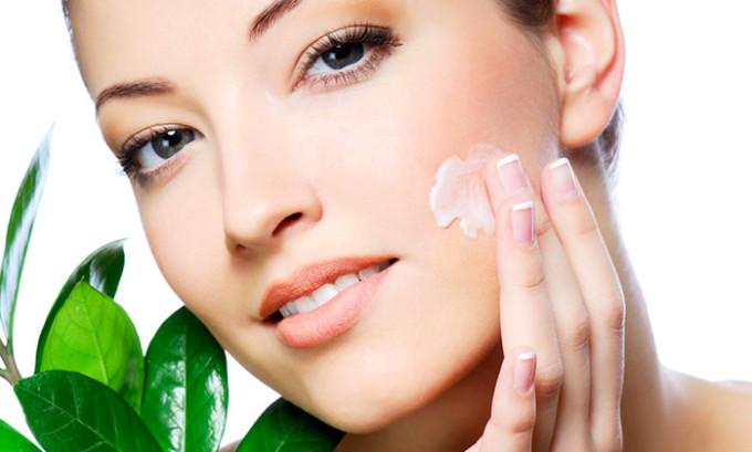 Сосудистые звездочки поддаются лечению, если ваш крем содержит натуральные элементы и витамины, которые укрепляют стенки капилляров и восстанавливают их эластичность