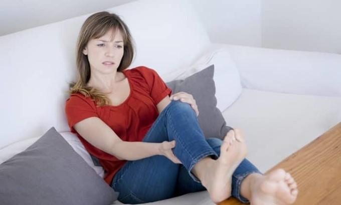 Первая степень плоскостопия определяется лёгким проявлением усталости в ногах в конце дня