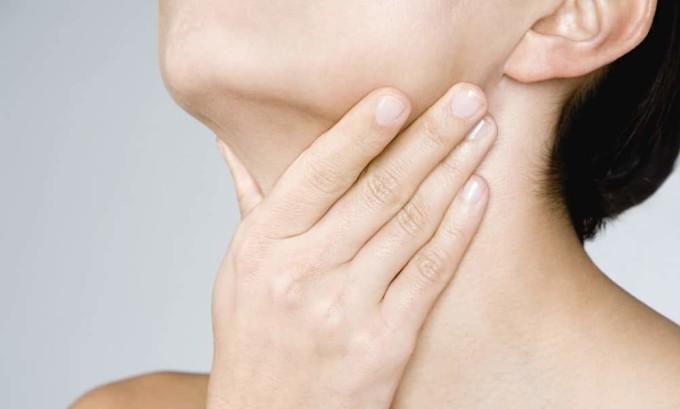Появление ощущения кома в горле является признаком появления эутиреоза щитовидки