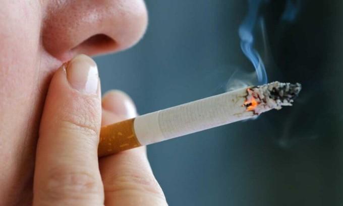 При курении под воздействием токсинов нарушается тонус стенок сосудов