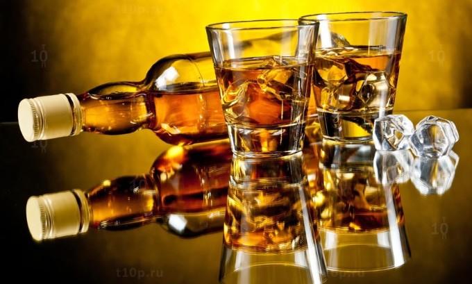 Заболевание герпесом происходит и при употреблении алкоголесодержащих напитков