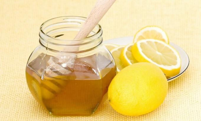 Мед в сочетании с лимоном помогают вылечить воспаленную щитовидную железу