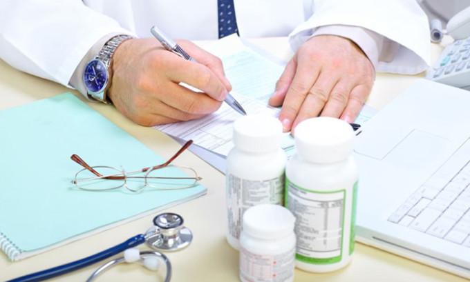 Немаловажное значение для постановки диагноза имеют жалобы больного и данные о ранее перенесенной вирусной инфекции