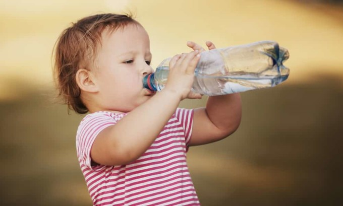 Если часто пить жидкость в небольших количествах, то это поможет вымыть все бактерии из мочевого пузыря, которые вызвали воспаление