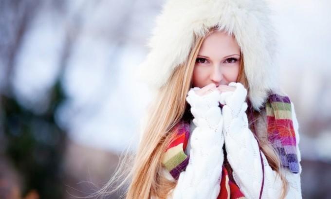Переохлаждение организма, в особенности области таза у девушек, является главной причина возникновения цистита