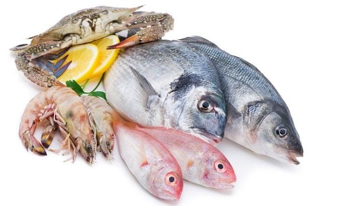 При специальном питании от варикоза нужно заменить мясо на кальмары, рыбу, крабы, устрицы, мидии или креветки