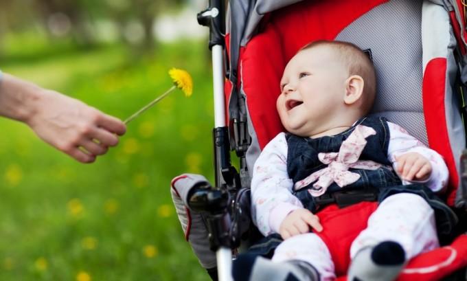 После того как лихорадка пройдет, а температура нормализуется, ребенку можно гулять на свежем воздухе