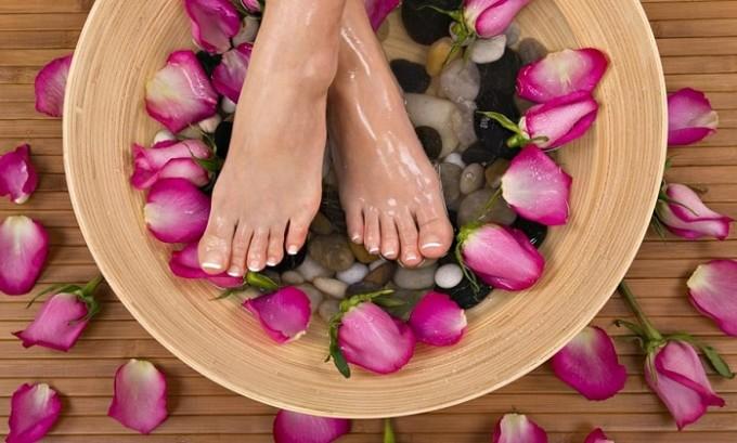 В качестве наружных методов лечения могут быть использованы целебные ванночки, мази, крема, примочки