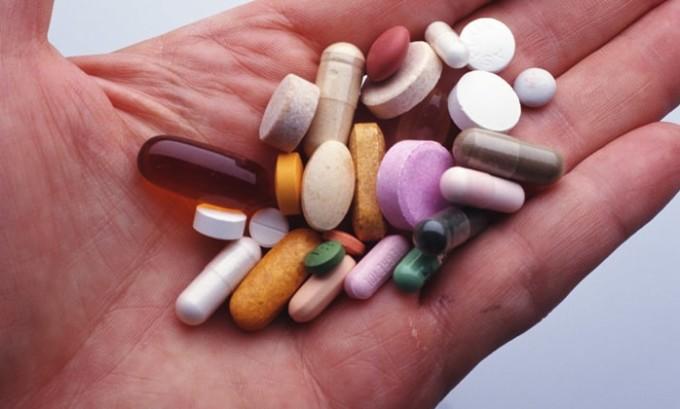 Если имеются симптомы алкоголизма, то чаще всего применяются препараты на основе дисульфирама и цианамида